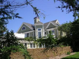 4 Bedroom with Gorgeous Bay Views!, Brewster