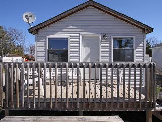 Halls Cottage #5 (#1047), Honey Harbour
