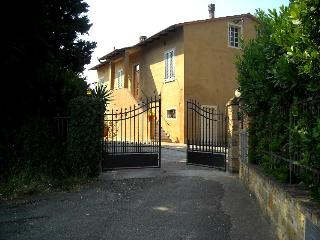 FarmHouse Apartment 1  Lolmo Tuscany, Gambassi Terme
