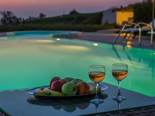 Santorini  Gv - The Black Rock VIlla - a stunning new luxury villa with amazing