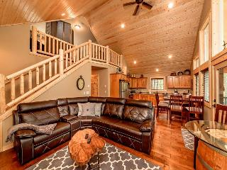 New Cabin in sought after Evergreen Valley! Summer Pool Access! WiFi | Slps 8, Roslyn