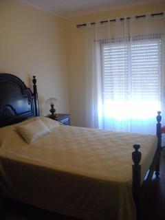 Quarto 2 com cama de casal