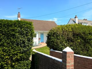 Lovely bungalow walking distance to Bude town and beaches