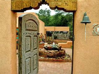 Easy walk to Plaza- a true Creme de la Creme vacation rental-private setting, Taos