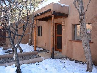Historic Adobe Casita with Upscale Southwest Charm Walk to Plaza, Taos