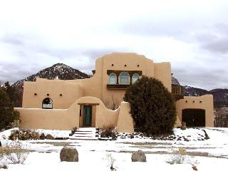 Taos los altos adobe rental mountain views hot tub high speed internet garage, Arroyo Seco