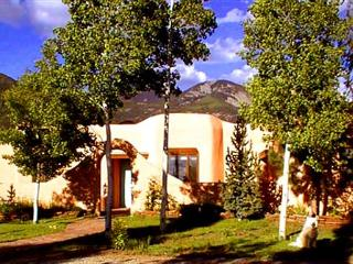 Casa Bella Compound- private yard- stream gourmet kitchen high speed internet, Arroyo Seco