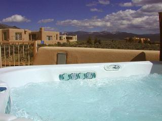 Hale de Taos panoramic view patio hot tub  DSL wifi fireplace