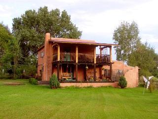 Hacienda Encantada Near Town w/ Mountain Views and Private Setting Hot Tub, Taos