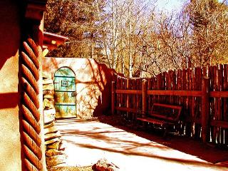 Casa Encantada 7 - walk to town, enclosed yard patio Private Hot Tub, Taos