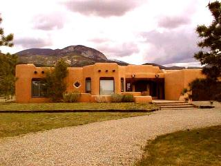 Taos rental los altos adobe panoramic views clubhouse pool tennis hot tub, Arroyo Seco