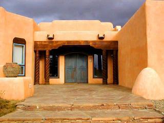 Casa Illuminada - panoramic views, clubhouse with indoor pool, tennis court