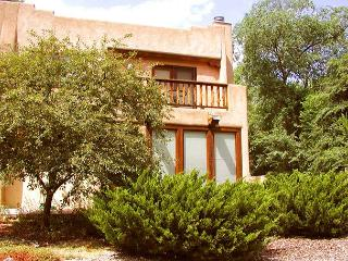 Casa Julia walk to town firepace patio balcony hot tub internet fenced yard, Taos