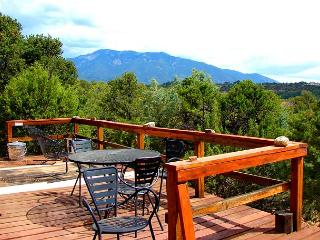 Taos secluded sweeping views patios deck lush gardens loft hot tub dsl, Valdez