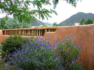Taos Mountain views, Los Altos Clubhouse with pool, sauna, tennis, Hot Tub, Arroyo Seco
