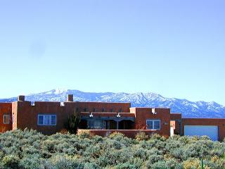 Taos house 360 degree mountain town views hot tub private fireplace patio