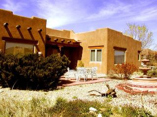 Casa Panorama mountain view wood burning fireplace hot tub quiet peaceful, El Prado