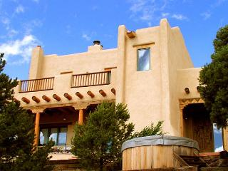 Taos vacation cabin hot tub internet mountain view gourmet kitchen, Arroyo Hondo