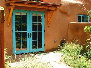 Walk to Town upscale granite kitchen, Enclosed patios with private hot tub, Taos