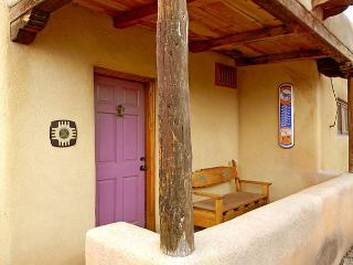 Casa Bonita - Walk to Town -Historic Taos adobe architecture