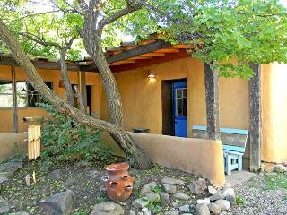 Alfreds Cabin /Casita Guest house attached to Alfreds House in Town, Taos