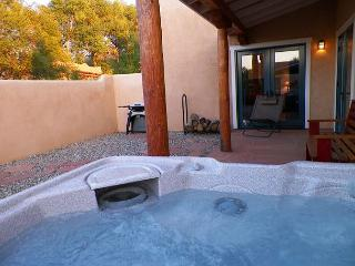 Walk to Town of Taos Hot tub