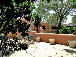 Former home of world renowned Taos artist, R.C Gorman. Walk to town!