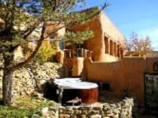 Guest House of Historic (1790) walled adobe hacienda 6 miles south of Plaza, Ranchos De Taos