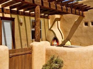 Buena Vista Panoramic Mountain Views Outdoor Kiva Fireplace, El Prado