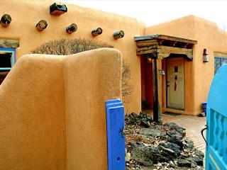 Casa de Legado Private Setting with Panoramic Mountain Views, Private Hot Tub, Taos