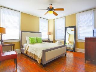Urban 2 bedroom Loft on Bustling Broughton Street, Savannah