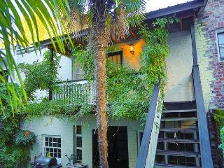 Wonderful and conveniently located carriage home in the heart of downtown, Savannah