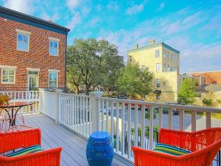 Spacious two story townhome in walking distance to downtown activities., Savannah