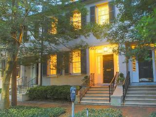 Stay Local in Savannah: Luxury 3-Story Townhome on Historic Tattnall Street