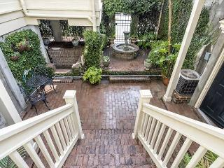 Stay Local in Savannah: Wigley Manor + Carriage Sleeps up to 16 Guests