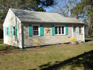 Quaint Cottage - Quiet Neighborhood, South Yarmouth