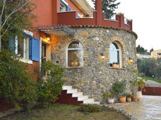 Villa Velanidies! Built on a hill with a 4acre, Corfu Town