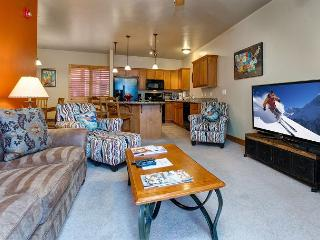 Bear Hollow 3BR w/ Fireplace, Hot Tub, Garage Parking – Near Park City Resort