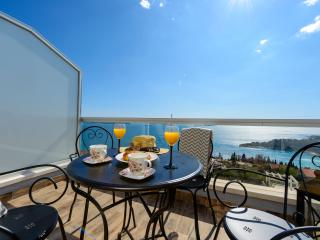 Apartments Villa Capitano-Duplex Three BedroomA6+2, Mlini