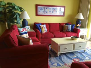 Beachfront, Poolside, First Floor Condo at Azure!, Fort Walton Beach