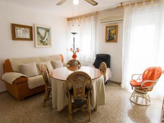 Habitaciones en apartamento acogedor con salón, baño y rincón cocina