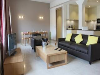 Newly refurbished Three bedroom Apartment