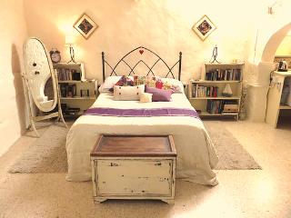 A 350 yr old House Of Character - Barefoot B&B, Gozo, Xaghra - The Suite