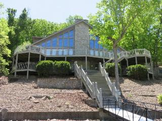 B Home at Larry`s - Stunning 4,000 sq ft home. 53.5 Mile Marker Osage Arm. Wrap Around Decks, Gravois Mills