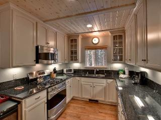 Lovely 3 BR-2 BA Cabin in South Lake Tahoe (HV01)