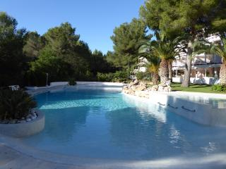 2BED STYLE APARTMENT,TRANQUIL NORTH,NR. BEACH,ROOF TERRACE,LGE. POOL,5* REVIEWS