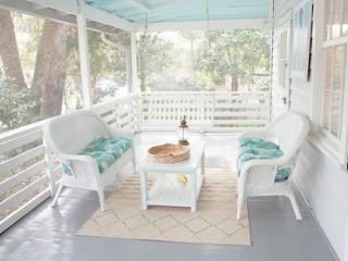 Sea Salt - 4br Folly Beach cottage 1block to beach