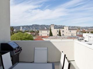 Enjoy Beverly Hills Lifestyle in this Spacious 2 Bedroom Apartment, Los Angeles