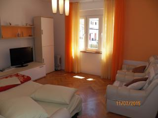 3 bedrooms house up to 10p. -60/ab, Pula