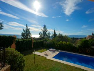Casa con piscina y magnífica vista con A.A. y wifi
